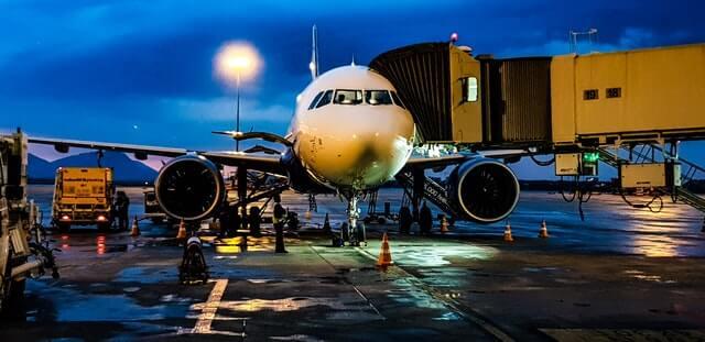 Airplane Vs Economy 2020